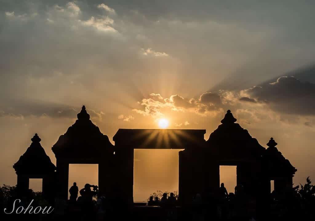 絶景夕日は必見!インドネシア・ジョグジャカルタのボコの丘!