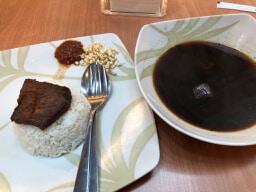 【インドネシア料理】インパクト大の黒いスープ!Rawon(ラウォン)